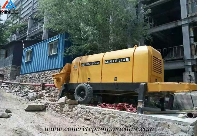 Portable Concrete Trailer Pump operation and attention